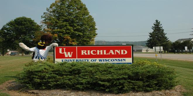 UW-RichlandRoadrunnerSign